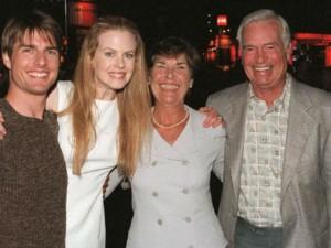 Tom Cruise bị chỉ trích vô tâm và bất hiếu với cha dượng