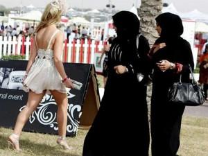 8X + 9X - Đến Dubai: Không được ăn mặc hở hang, hôn nơi công cộng