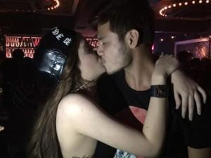 """Lộ ảnh hôn môi,  """" bạn trai """"  Andrea phủ nhận mối quan hệ"""