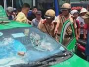 Bản tin 113 - Clip: CSGT truy đuổi taxi gây tai nạn như phim hành động
