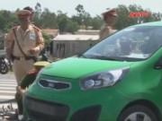 Bản tin 113 - Taxi chở ma túy lao vào CSGT để tháo chạy