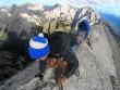Mạo hiểm: Chạy chênh vênh trên rặng núi cao 2606m