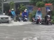 """Video An ninh - Mưa lớn tại Hà Nội: """"Điệp khúc"""" mưa ngập, tắc đường"""