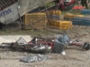 Video An ninh - Xe tải đâm vào dải phân cách, 3 nữ sinh thương vong