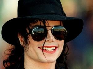 Đấu giá 127 triệu đồng chiếc mũ huyền thoại Michael Jackson