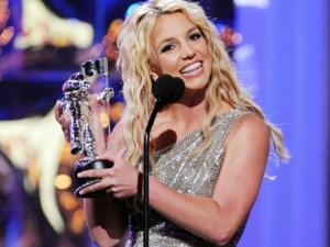 Britney Spears tái xuất sân khấu VMA 2015