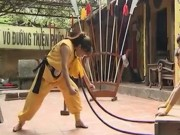 Clip Đặc Sắc - Nữ võ sĩ Việt giáo kề cổ, chịu đòn búa đập sau gáy