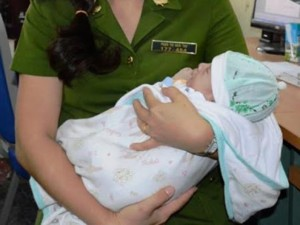 Tệ nạn xã hội - Bắt 5 kẻ bán trẻ sơ sinh sang Trung Quốc