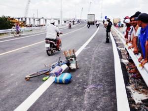 Tin tức trong ngày - Cầu 1.400 tỷ vừa thông xe đã xảy ra tai nạn giao thông