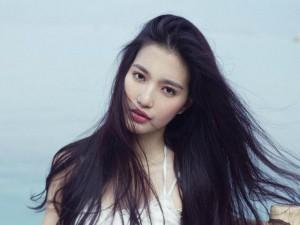 Ca nhạc - MTV - MC Mỹ Linh mong manh trước biển làm say lòng người