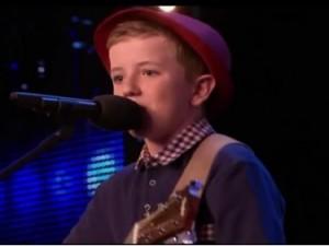 """Cậu bé 12 tuổi  """" gây bão """"  tại Britain s Got Talent"""