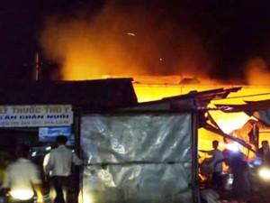 Tin tức trong ngày - Cháy chợ trong đêm, hàng chục gian hàng bị thiêu rụi