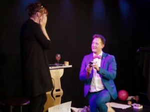 Tình yêu - Giới tính - Màn cầu hôn độc đáo của chàng ảo thuật gia nổi tiếng