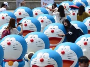 8X + 9X - Giới trẻ Hàn thích thú với triển lãm mèo máy Doraemon