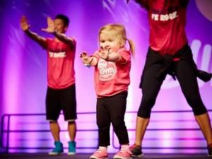 Bạn trẻ - Cuộc sống - Bé 6 tuổi mắc bệnh hiểm nghèo nhảy Zumba điêu luyện