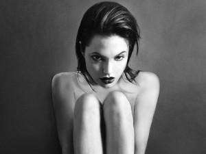 Hậu trường phim - Ảnh khỏa thân của Angelina Jolie ở tuổi 20 được rao bán