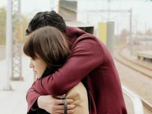 """Bạn trẻ - Cuộc sống - """"Nóng mặt"""" nhìn ảnh chồng ôm ấp người yêu cũ trên Facebook"""