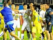 "Bóng đá Việt Nam - V-League ""mặc áo giấy""!"