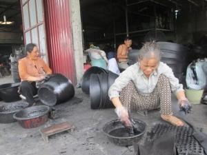 Tài chính - Bất động sản - Lão nông kiếm chục tỷ mỗi năm nhờ lốp cao su hỏng
