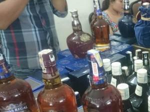 """Thị trường - Tiêu dùng - Phá """"lò"""" chế rượu ngoại giả giữa Thủ đô"""
