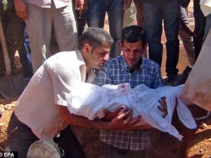 Thế giới - Nỗi đau vỡ òa phút tiễn đưa bé trai Syria chết đuối
