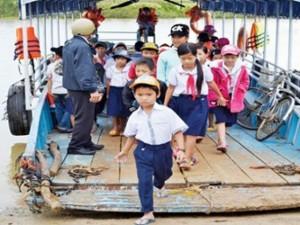Giáo dục - du học - Xuống thuyền vượt sông khai giảng