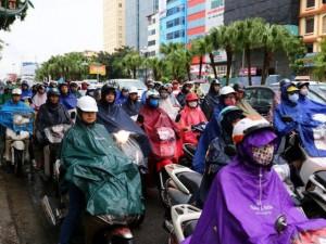 """Tin tức trong ngày - Tắc đường hàng cây số, dân Thủ đô """"chôn chân"""" trong mưa lạnh"""