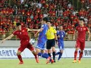 Bóng đá - ĐT Việt Nam suýt trả giá đắt vì…fan quá khích
