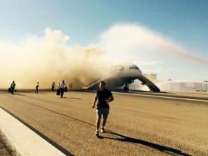 Thế giới - Anh: Máy bay chở 172 người bốc cháy khi sắp cất cánh