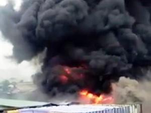 Tin tức Việt Nam - TP.HCM: Cháy xưởng nhuộm náo loạn cả khu dân cư