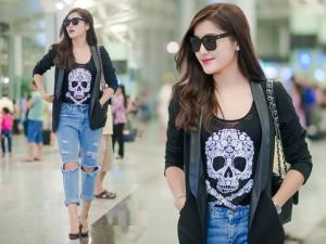"""Thời trang bốn mùa - Huyền My """"hầm hố"""" với áo đầu lâu, jeans rách ở sân bay"""