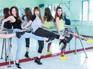 Ca nhạc - MTV - Bảo Anh đọ dáng cùng Đông Nhi, Khởi My