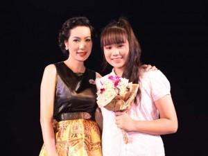 Trịnh Kim Chi lần đầu đưa con gái lớn lên sân khấu kịch