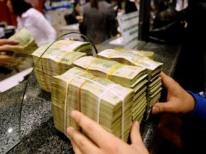Tài chính - Bất động sản - Gửi tiền tiết kiệm vẫn lãi tốt trước biến động tỷ giá
