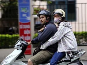 Tin tức trong ngày - Người Hà Nội mặc áo ấm đón gió lạnh đầu mùa