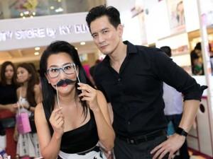 Ca nhạc - MTV - MC Kỳ Duyên đeo râu giả, nhí nhảnh bên bạn trai