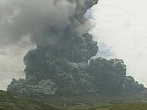Tin tức trong ngày - Clip núi lửa lớn nhất Nhật Bản phun trào dữ dội