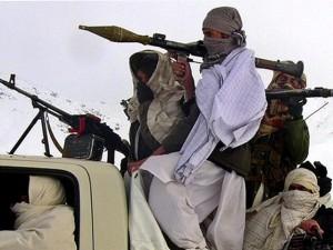 """Phiến quân Taliban  """" đại náo """"  nhà tù Afghanistan, thả hàng trăm tù nhân"""