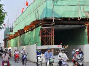 """Tin tức Việt Nam - Ảnh: Ngày đầu dỡ rào chắn """"lô cốt"""" gây tắc đường ở HN"""