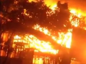 Tin tức trong ngày - Hà Nội: Cháy nhà hàng, nhân viên hò nhau tháo chạy