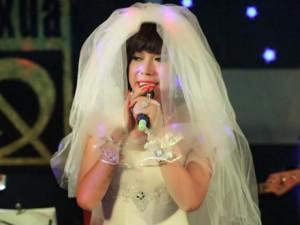 Long Nhật gây tò mò khi diện váy cưới trắng tinh