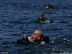 Đắm thuyền ở vùng biển Hy Lạp: 34 người tị nạn thiệt mạng