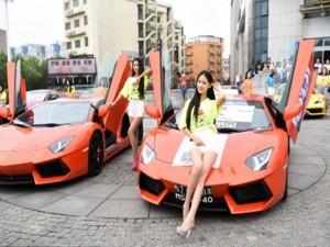 Bạn trẻ - Cuộc sống - Đại gia phô trương thanh thế bằng siêu xe và gái đẹp
