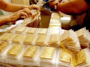 """Tin giá vàng - Giá vàng """"đi ngang"""", USD đảo chiều tăng vọt"""