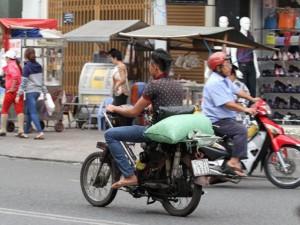 """Tin tức Việt Nam - Những """"siêu xe cà tàng"""" gây náo loạn Sài Gòn"""