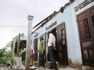Tin tức trong ngày - Quảng Trị: Lốc xoáy phá nhà, lũ lụt cô lập dân