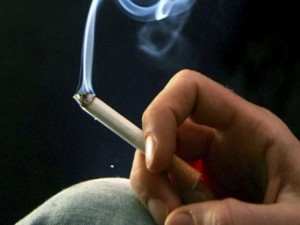 Sức khỏe đời sống - Gần 50% đàn ông Việt Nam đang phá sức khỏe vì hút thuốc lá