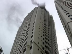 Tin tức trong ngày - Hà Nội: Cháy chung cư Linh Đàm, 2 người ngạt khói