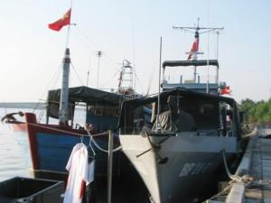 Tin tức Việt Nam - Tàu cá bị bão đánh chìm, 4 ngư dân trôi dạt trên biển