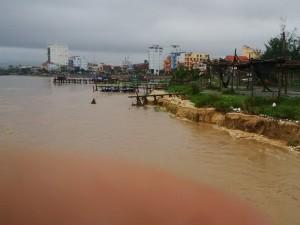 Tin tức trong ngày - Quảng Bình: Mưa lũ cuốn trôi 1 người, đánh chìm 3 tàu cá